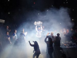 Messier, holding the Stanley Cup.