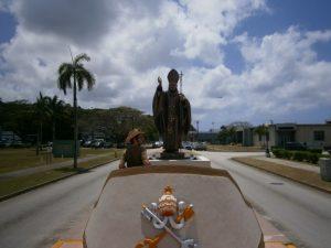 Revolving Pope Japanese camera stress monument.
